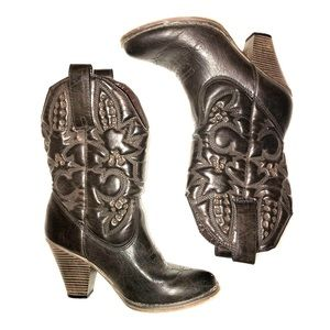 Mia cowgirl boots! Size 7